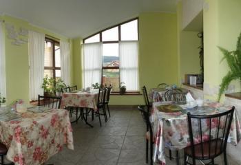 http://savana.com.ua/images/Hotel%20Valentuna/9.jpg